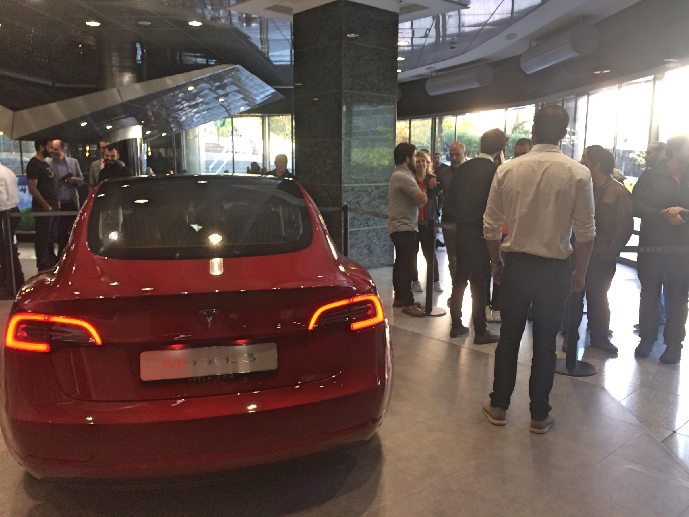 Tesla Model 3 em Lisboa e ficha CCS confirmada