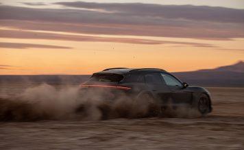 Porsche Taycan Cross Turism em tyerra